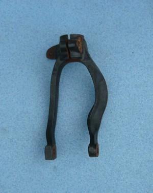widełki mocowanie amortyzatora Alfa 156 147 żeliwne prawe