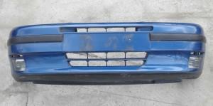 Zderzak przedni Fiat Punto jedynka 1994-1999 lakierowany z halogenami, uszkodzony